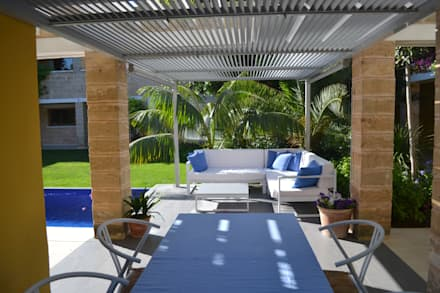 """Ca Nostra"" single family house and swimming pool:  Patios & Decks by Tono Vila Architecture & Design"