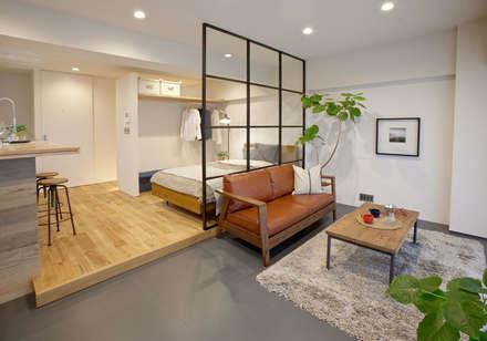 LDKとベッドルーム: nano Architectsが手掛けたリビングです。