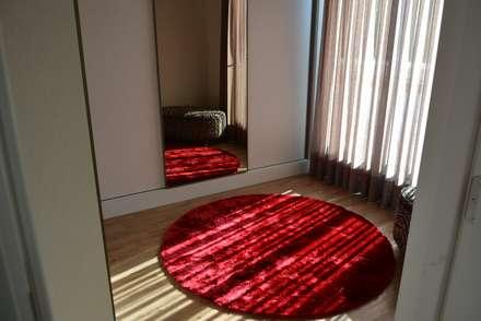 ausgefallene Ankleidezimmer von Caio Pelisson - Arquitetura e Design
