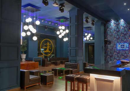 Yangtsé Music Room: Salas multimedia de estilo colonial de Rufo Iluminación