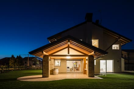 Single family home by Woodbau Srl