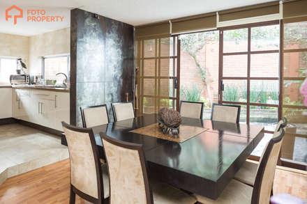 Comedores de estilo  por Foto Property