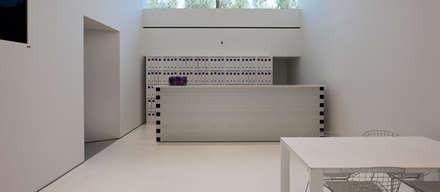 Balcão de atendimento: Espaços comerciais  por Padimat Design+Technic