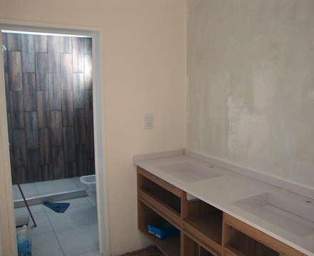 Baño suite: Baños de estilo moderno por Lineasur Arquitectos
