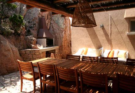 Villa Mediterranea: Case in stile in stile Mediterraneo di Ragazzi and Partners