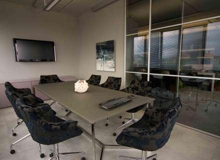 sala riunioni: Complessi per uffici in stile  di      Massimo Viti Architetto                                   studio Architectural Make-Up+