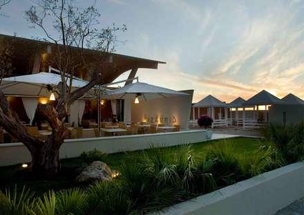 ingresso  e garden restaurant: Spazi commerciali in stile  di      Massimo Viti Architetto                                   studio Architectural Make-Up+
