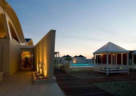 ingresso bar e casotti service: Spazi commerciali in stile  di      Massimo Viti Architetto                                   studio Architectural Make-Up+