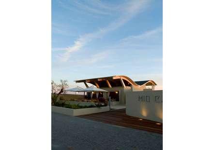 esterno 1: Spazi commerciali in stile  di      Massimo Viti Architetto                                   studio Architectural Make-Up+