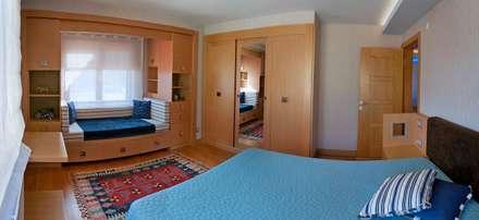 Attelia Tasarim – VİLLA GÜNEL: eklektik tarz tarz Yatak Odası