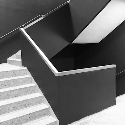 Treppenhaus architektur  Ausgefallener Flur, Diele & Treppenhaus | Homify | homify