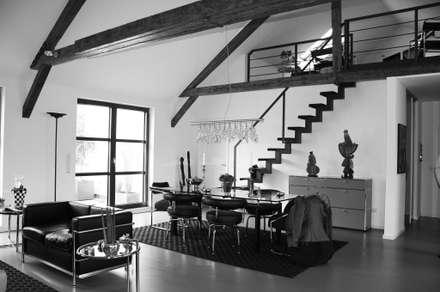 Stahltreppe zur Empore: ausgefallene Esszimmer von Hauser - Architektur