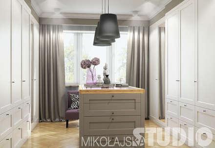 Ankleideraum design: klassische Ankleidezimmer von MIKOLAJSKAstudio