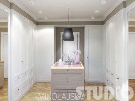 Ankleidezimmer in Weiß: klassische Ankleidezimmer von MIKOLAJSKAstudio