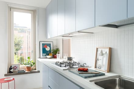 The light blue box: Cucina in stile in stile Moderno di studio wok