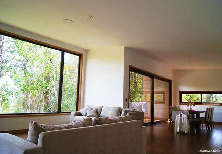 Casa R / Valdivia: Livings de estilo moderno por Smartlive Studio