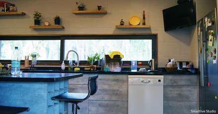 Casa R / Valdivia: Cocinas de estilo moderno por Smartlive Studio