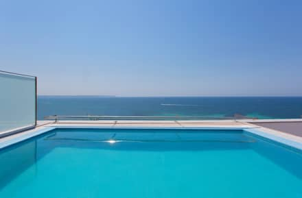 Luxury Apartment Building Marina Plaza, Portixol: modern Pool by Tono Vila Architecture & Design