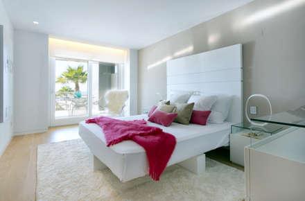 Luxury Apartment Building Marina Plaza, Portixol: modern Bedroom by Tono Vila Architecture & Design