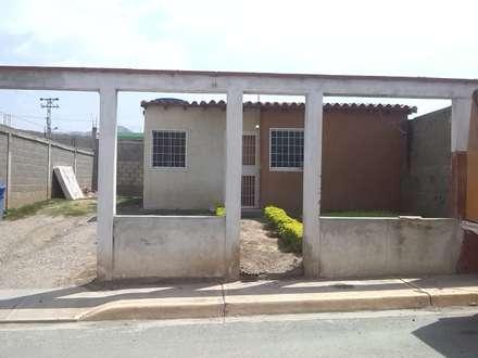 Cerca de frente Existente: Casas de estilo moderno por Arq. Alberto Quero