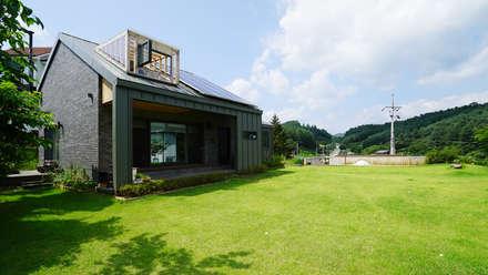 툇마루가 있는 집: design office UO : 유오건축의  주택