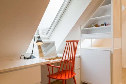 Penthouse Bogenhausen: moderne Ankleidezimmer von BESPOKE Interior Design