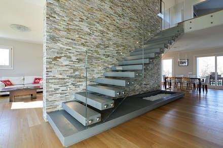 Casa di città: Ingresso & Corridoio in stile  di Studio Associato Architetti Luisa Movio Michele Poletto