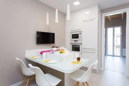 Reformas de pisos: Cocinas de estilo moderno de LAUTOKA URBANA
