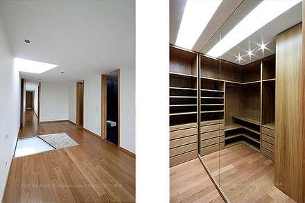 Casa Triunfante: Closets modernos por Esquissos 3G