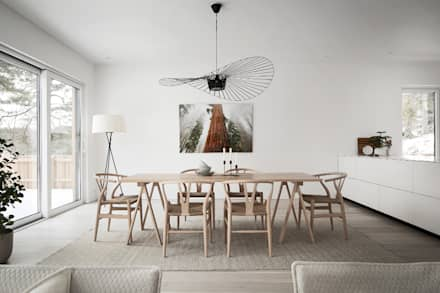50 sfumature di bianco: Arredare total white: Sala da pranzo in stile in stile Scandinavo di Design for Love