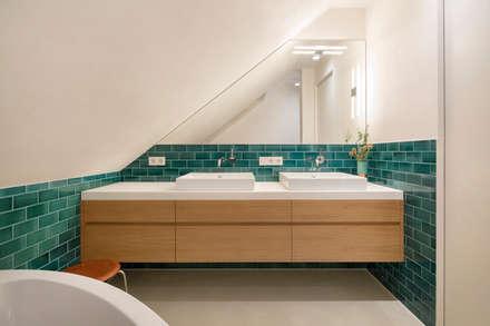 Masterbad: moderne Badezimmer von CARLO Berlin - Architektur & Interior Design