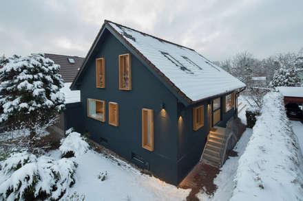 Fassade: moderne Häuser von CARLO Berlin - Architektur & Interior Design