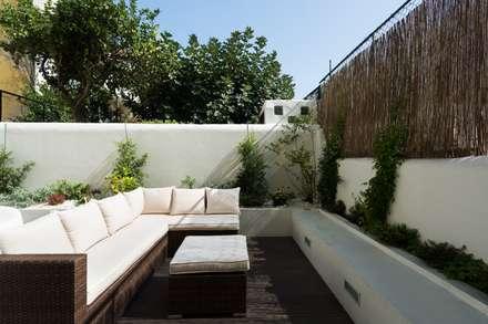 Apartamento do Pátio na Lapa: Jardins modernos por Atelier da Calçada