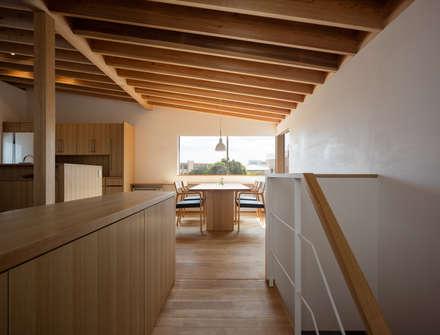 平和の家: 柳瀬真澄建築設計工房 Masumi Yanase Architect Officeが手掛けた玄関/廊下/階段です。