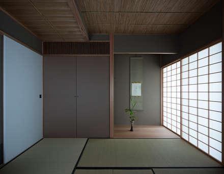 平和の家: 柳瀬真澄建築設計工房 Masumi Yanase Architect Officeが手掛けた多目的室です。