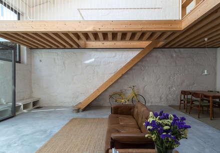 LSC: Corredores, halls e escadas minimalistas por a*l - alexandre loureiro arquitectos