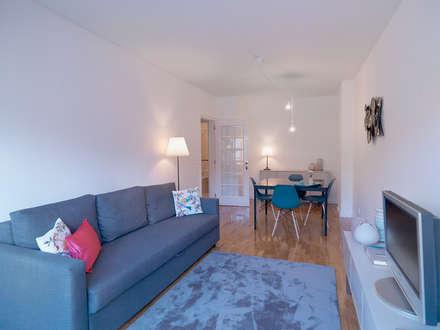 Apartamento alojamento local -Porto: Salas de estar escandinavas por Gabriela Mota