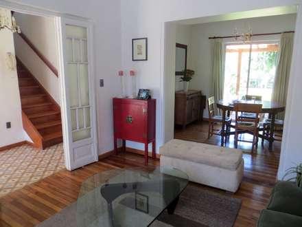Casa MW: Livings de estilo clásico por Moreno Wellmann Arquitectos