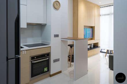 Kitchen: scandinavian Kitchen by Y&T Pte Ltd