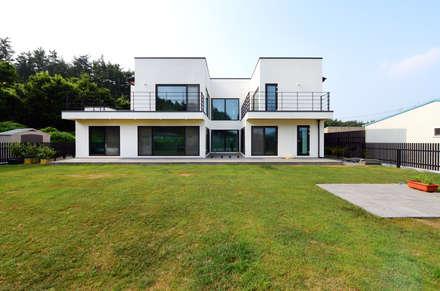 태안 방갈리 주택 : 코원하우스의  주택