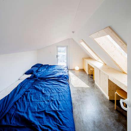 Orange Cube House: Design Guild의  침실