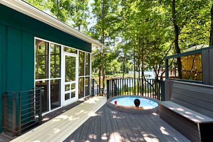 Lake House:  Patios & Decks by KUBE Architecture