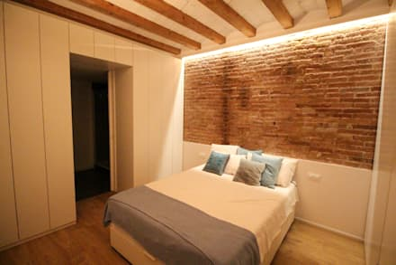 Reforma integral de vivienda en Barcelona capital: Dormitorios de estilo clásico de Reformas Vicort