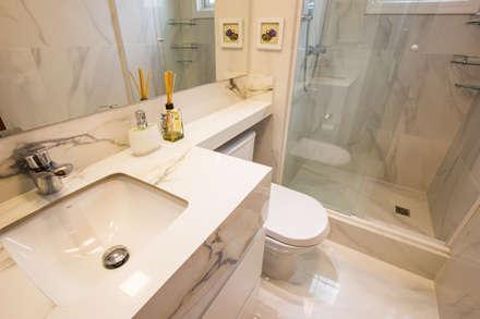 Baños de estilo clásico por Camila Chalon Arquitetura