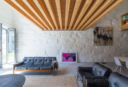 LAC: Salas de estar industriais por a*l - alexandre loureiro arquitectos
