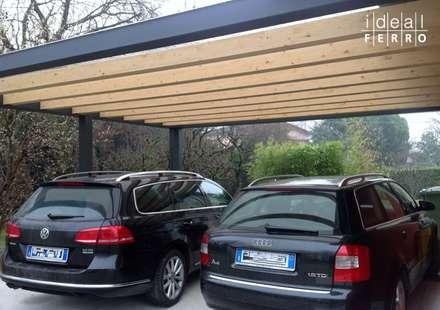 Carport con copertura in policarbonato: Garage/Rimessa in stile in stile Moderno di Ideal Ferro snc