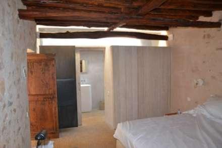 Dormitorios de estilo rústico por AMOMA ARQUITECTURA