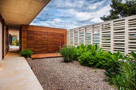 Jardín: Jardines de estilo moderno por Arquitectura en Estudio