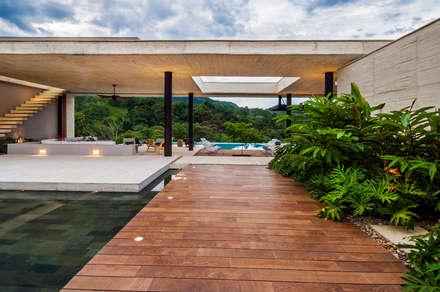 Patio: Jardines de estilo moderno por Arquitectura en Estudio