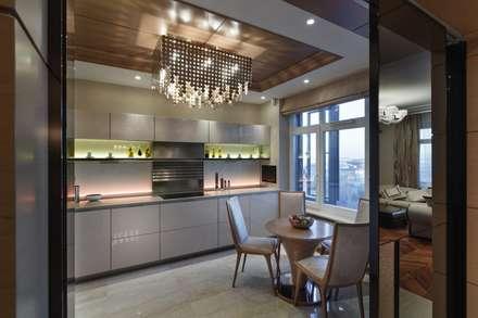 Дизайн квартиры в Гранатном переулке: Столовые комнаты в . Автор – Студия дизайна интерьера в Москве 'Юдин и Новиков'